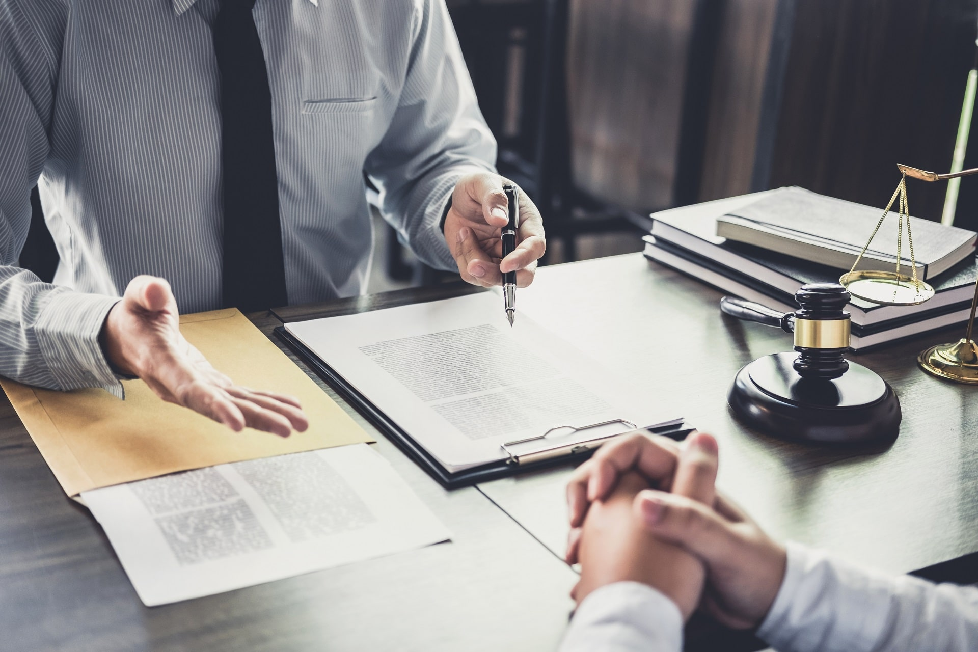 What to Bring to Your First Meeting With a Temecula Auto Accident Lawyer